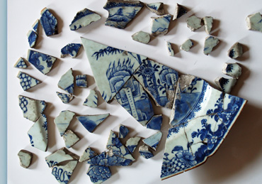 Fragments of a chinese porcelain dinner service, circa eighteen centrury